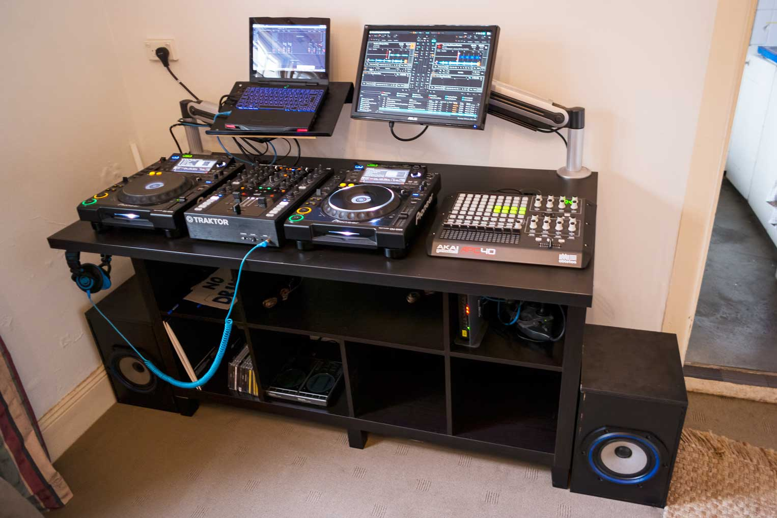 diy dj desk mehobby. Black Bedroom Furniture Sets. Home Design Ideas