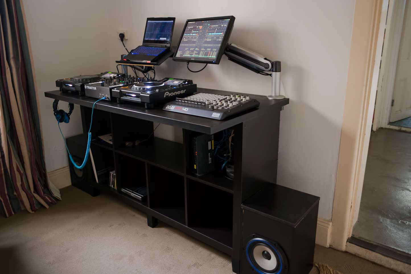 diy ikea dj booth interesting table on wheels with diy. Black Bedroom Furniture Sets. Home Design Ideas